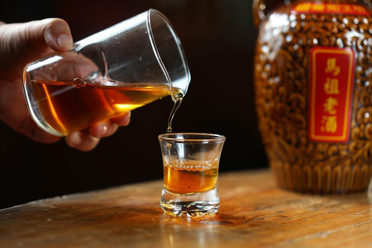 黃克文家的老酒配方順口微甜。