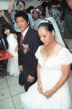 安那(左)曾當Saya(右)結婚時花童。