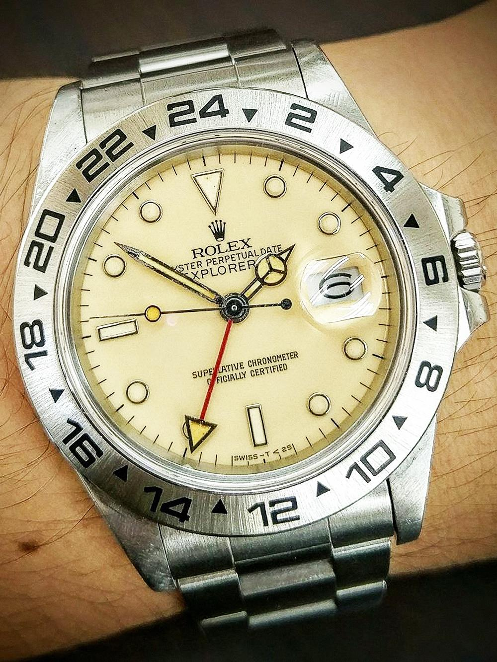 筆者9月18日送到RSC保養的是一只80年代末期生產的Explorer II Ref.16550,原本雪白的面盤因材質劣化,氧化成別緻的奶油色。由於此錶機芯為Cal.3085世代,依規定必須付費保養才能同時進行驗錶。