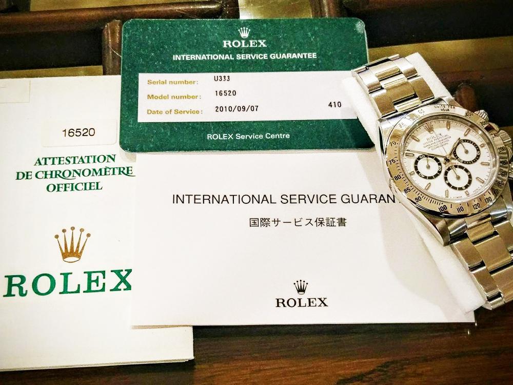 經台灣RSC保養之腕錶提供兩年保固,可惜截至目前為止仍無法開立如他國RSC般的國際保養保證書(International Service Guarantee),詳細記載流水號、型號及保養日期。圖為筆者的Daytona Ref.16520送至日本RSC保養後所開立的證明。