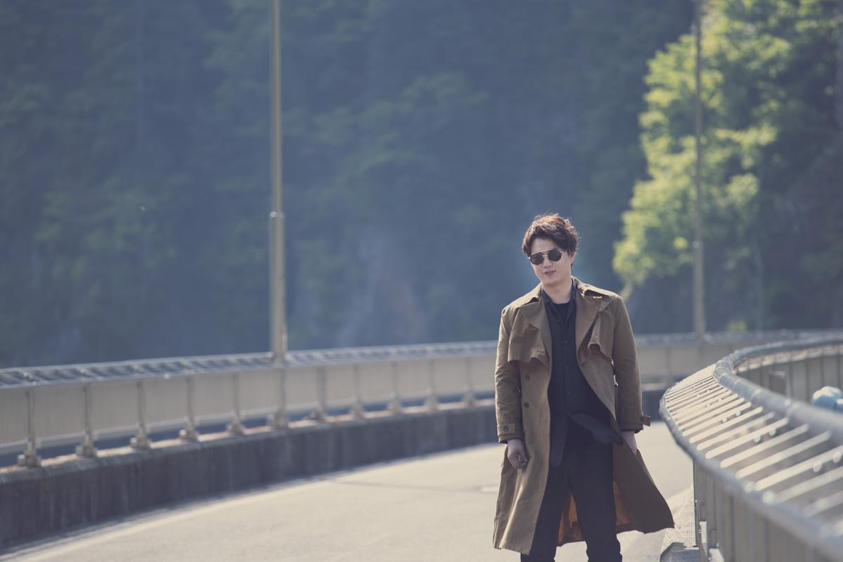 蕭煌奇推出新專輯《人生我敬你一杯》後,宣佈將站別演藝圈2年享受人生。(華納提供)