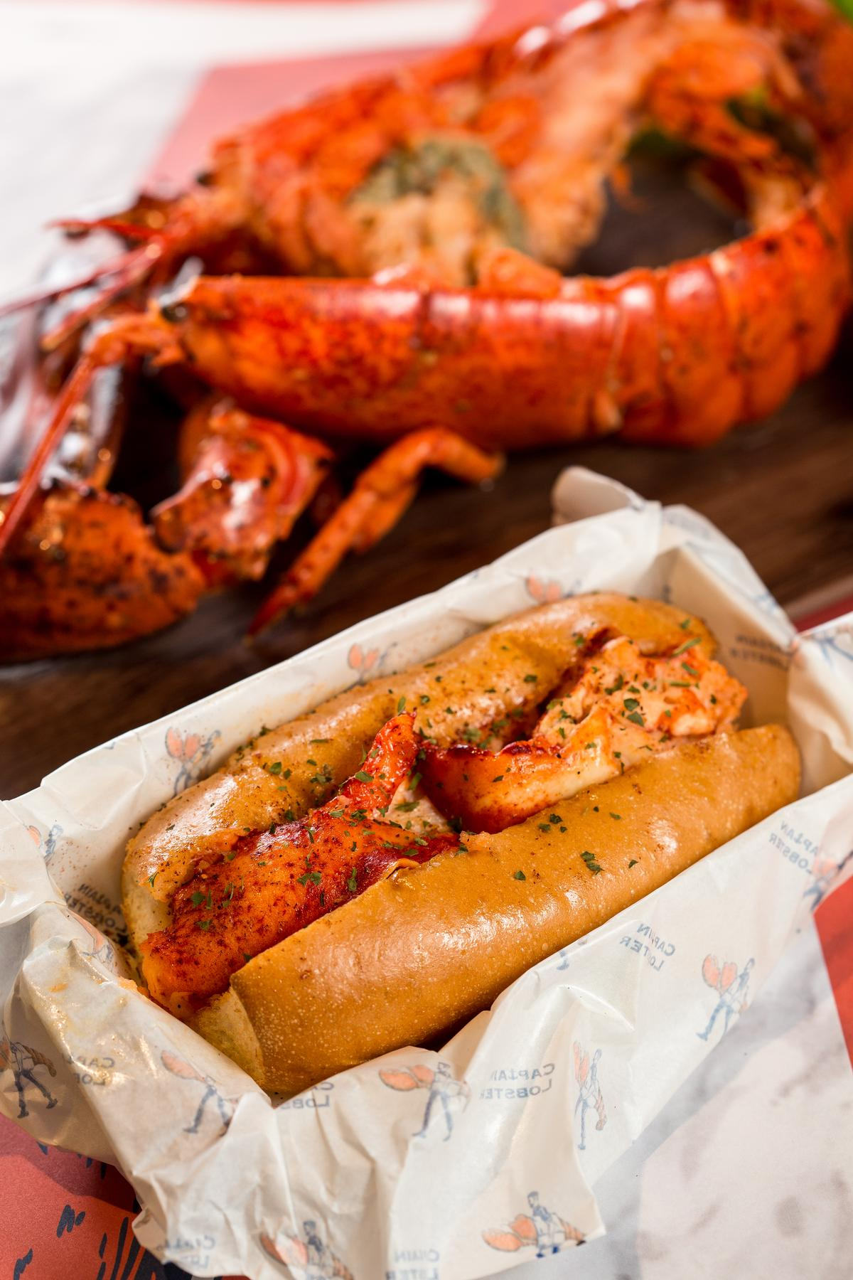 Captain Lobster的招牌龍蝦堡,放進當天現殺的龍蝦肉,鮮甜度十足。(加拿大龍蝦堡,380元/中份)
