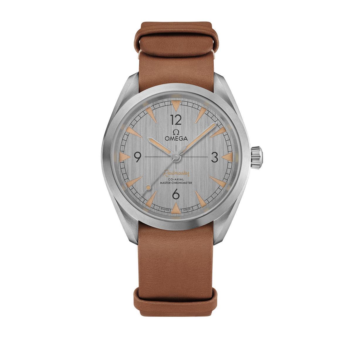 歐米茄超霸系列大師天文台腕錶,搭配NATO皮錶帶款式,定價NT$159,000。