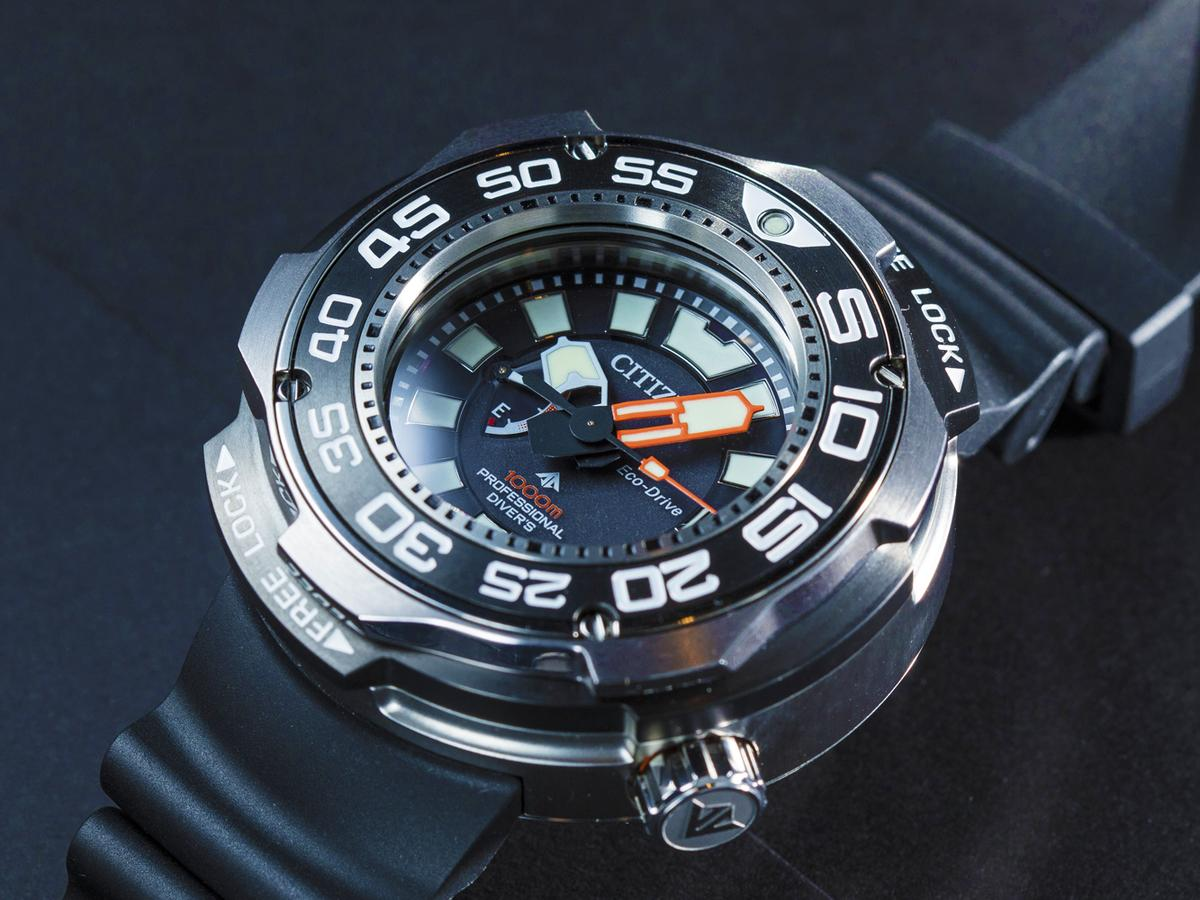 現在大家都很喜歡自拍腕錶上手圖貼到臉書或IG,這款腕錶肯定會是版上的討論話題,不少人看了之後應該都會WOW出來吧!(笑)