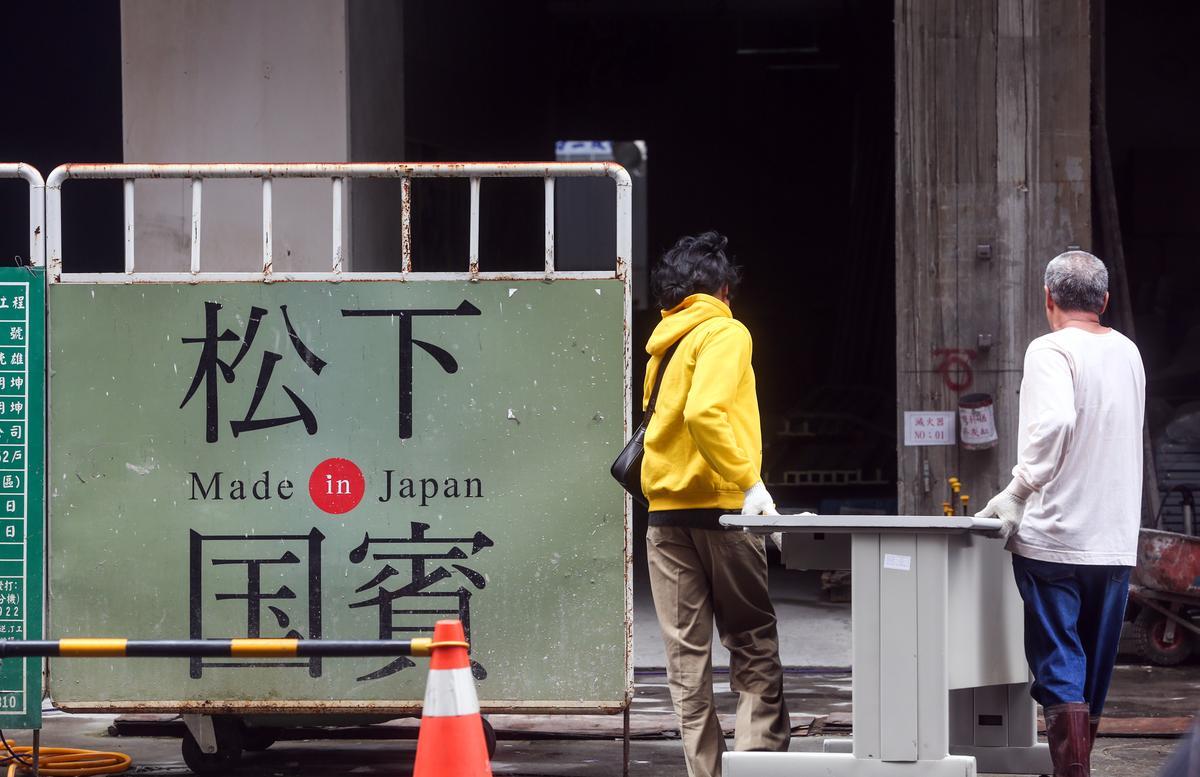 松下國賓在建商聲請破產後,工地現場仍有人員進出,卻不見工人在施工。