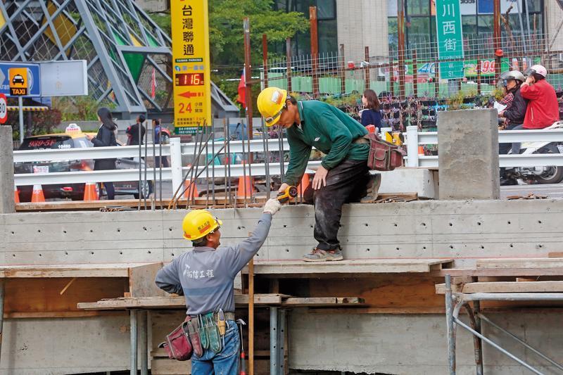 台中薪資位居6都之末,江啟臣認為問題出在產業結構,若當選市長將發展運動產業,展現台中特色並創造觀光品牌。