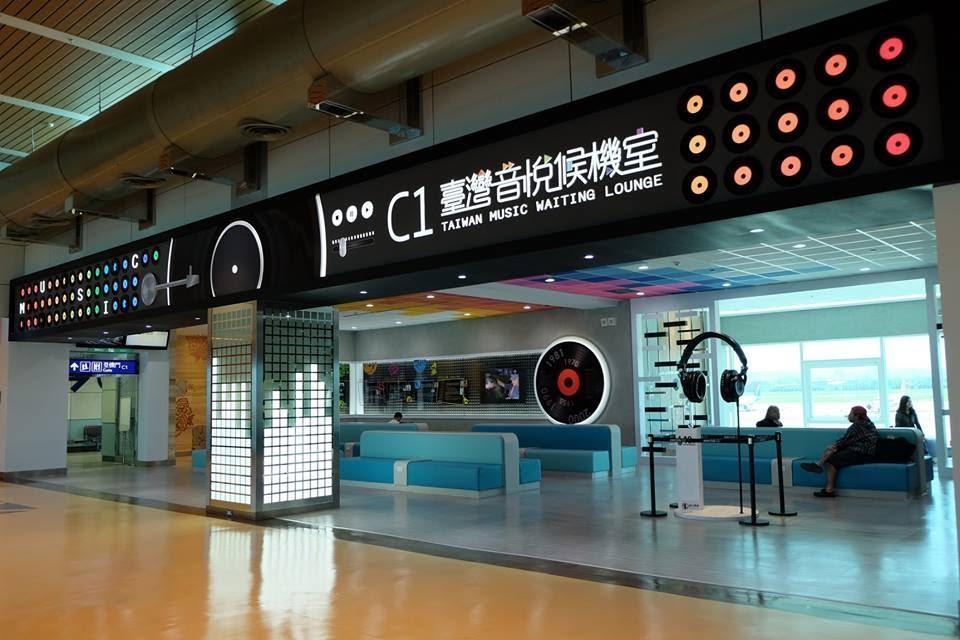 風潮開啟台灣試聽機服務,並在各大觀光景點設立銷售站,2015年桃園國際機場第二航廈啟用的音悅候機室,也與風潮合作。(翻攝自桃園國際機場臉書)