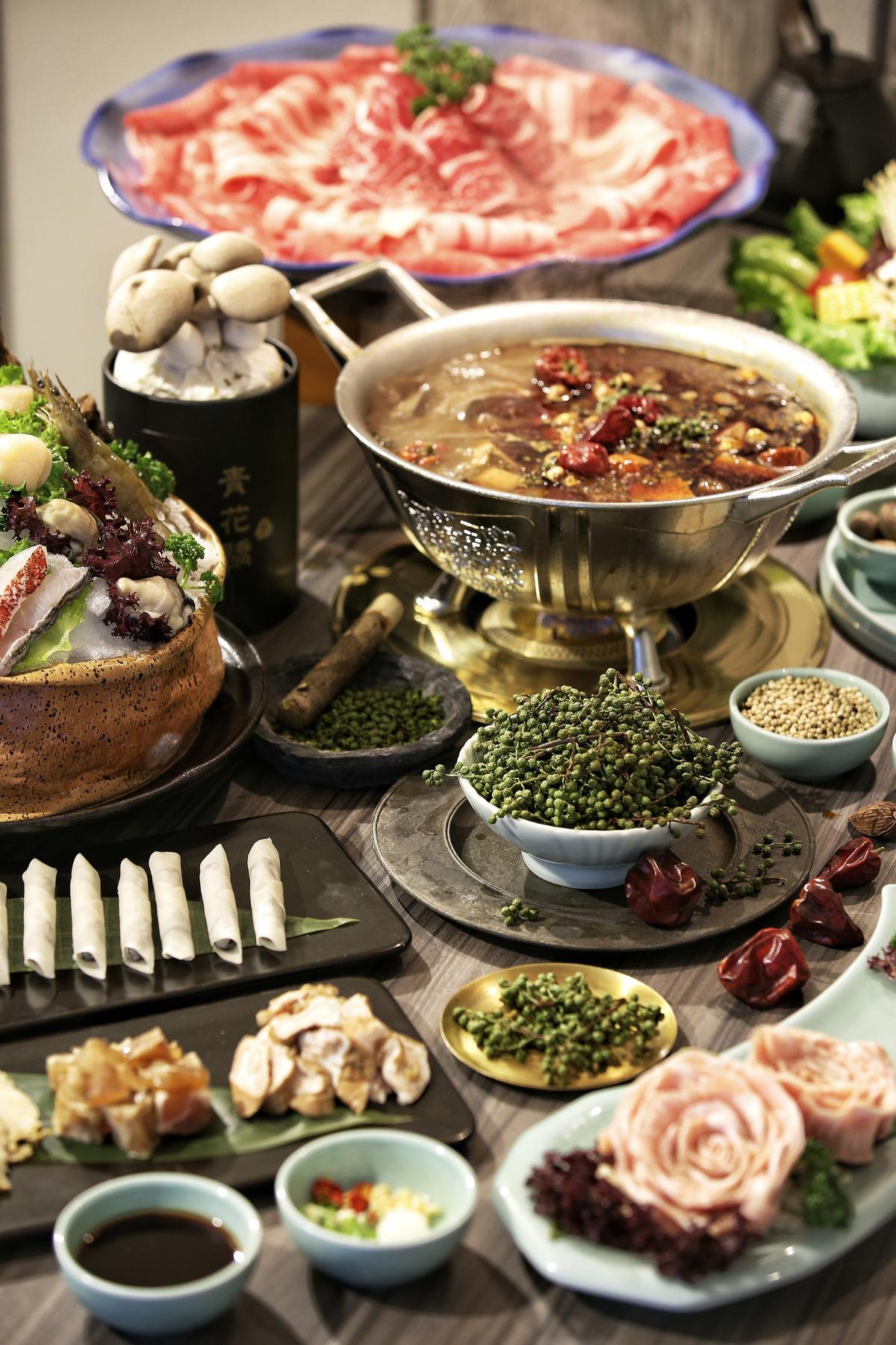 「青花驕」提供的食材、涮料種類多樣化。