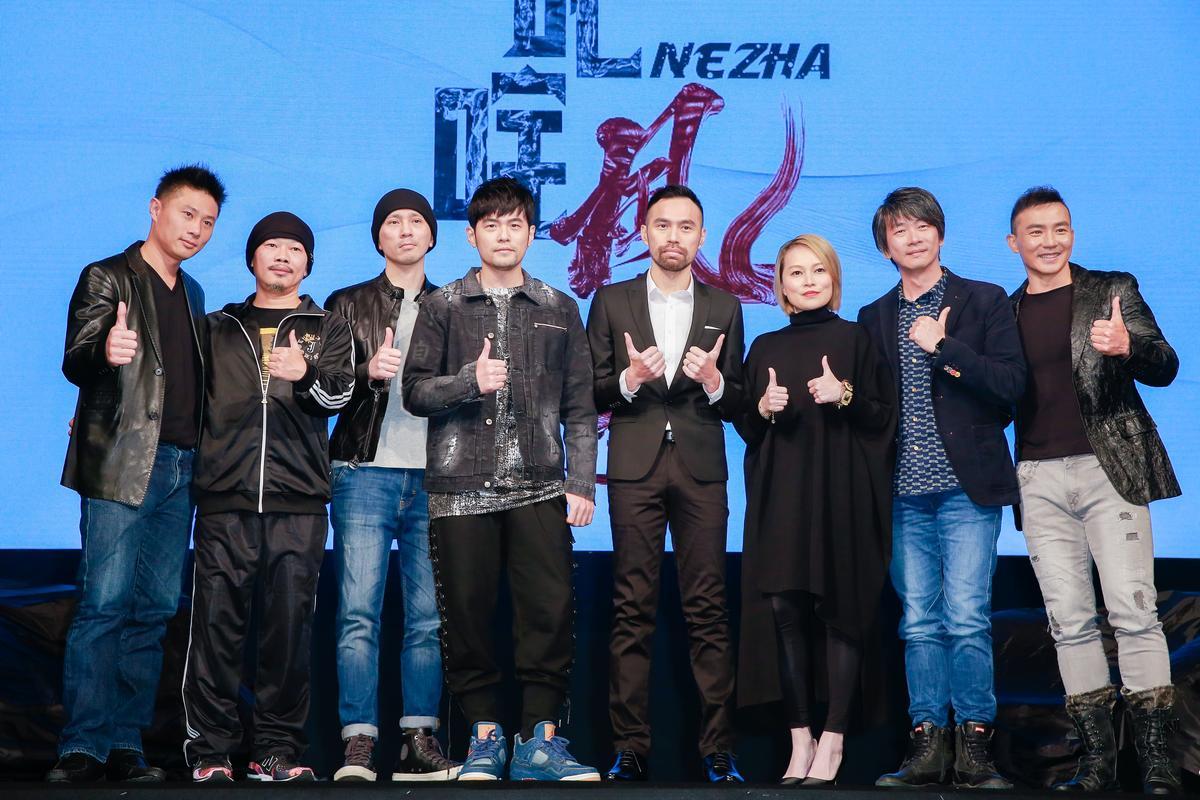 「創能計畫」目前納入4位導演張智發(左三)、陳奕先(右四)、珍妮花(右三)、邱立偉(右二),將會提供資源為他們拍片。