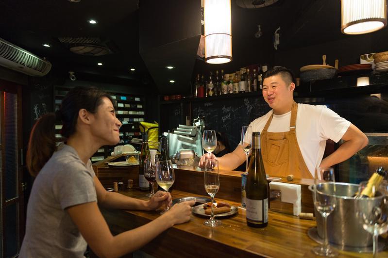 烏魚子專家林敬堯與葡萄酒專家Daisy一起評選適合搭配烏魚子的酒。