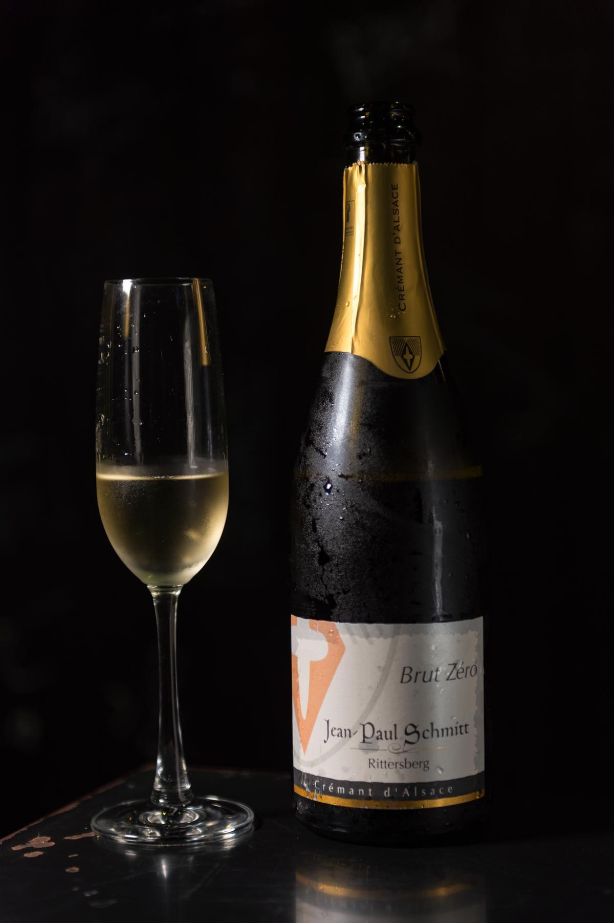 瓶中2次發酵的氣泡酒有鮮味,與烏魚子相輔相成。