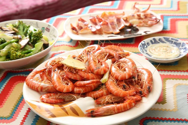 Jinni愛吃海鮮,過去因為前男友不愛吃而少吃。現在感情散了,午餐終於可以自在出現蝦子和一夜干。