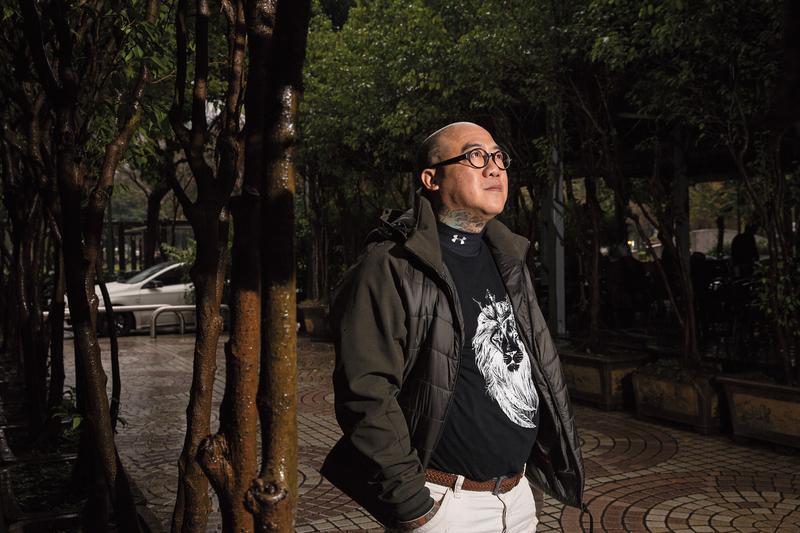 阮橋本年輕時吸毒25年,好不容易戒毒,想挽回瀕臨破碎的家庭,卻意外與兒子天人永隔。