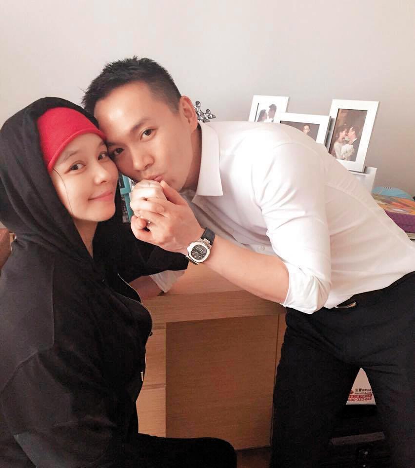 徐若瑄招桃花的方式有多種,每年過年還會買桃花樹放家裡招桃花,如今嫁給新加坡富商李雲峰。