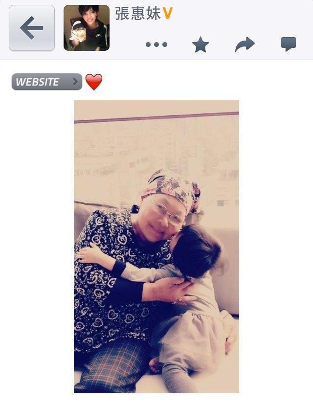 張惠妹的媽媽傳出腫瘤開刀順利的消息,讓阿妹鬆了口氣。(翻攝自張惠妹臉書)